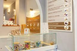 Bancone del Terra&Cuore Cube aperto a Milano, a Pitti cafè bistrot nel marzo 2021
